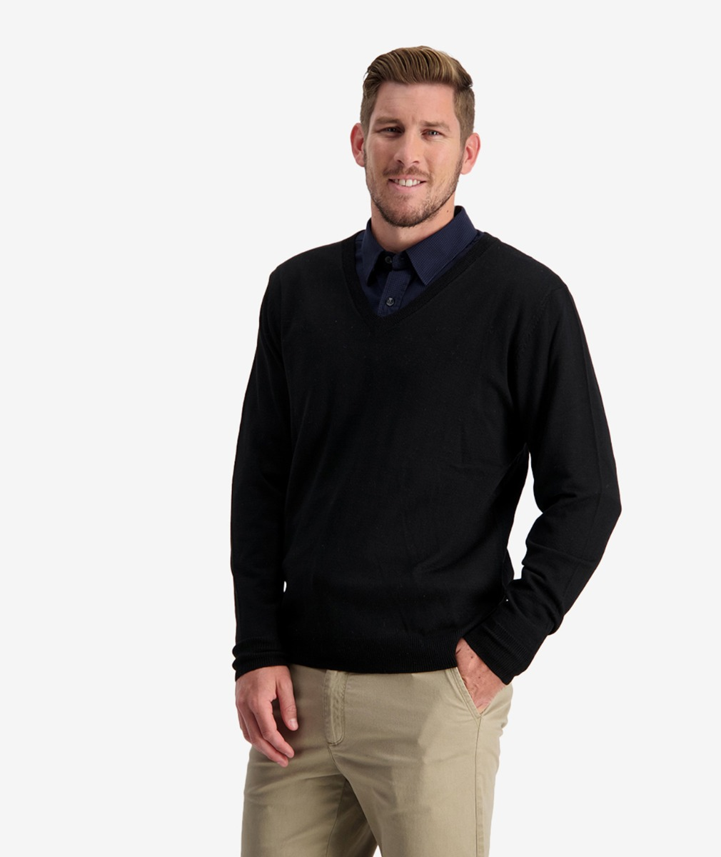 Swanndri Men's Aubury Merino Vee Neck Jumper in Black